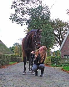 paard meisje kus